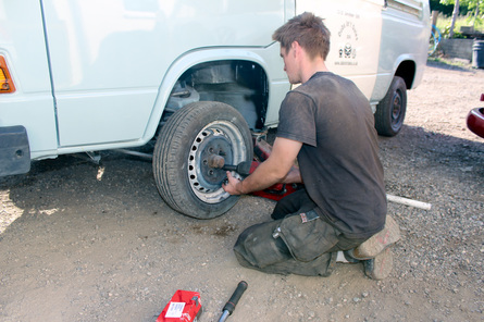 changing wheel on VW T25