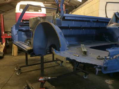 Mercedes 350SL restoration project rear quarter panel removed
